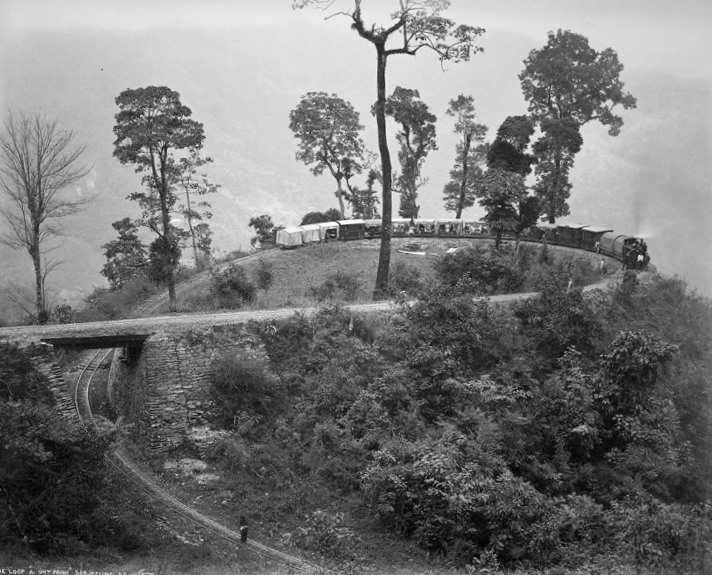 The_Loop,_Agony_Point,_Darjeeling_Hill_Railway,_1880